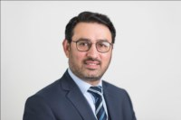 Umer Butt, MD, MRCS (UK), FRCS T&O (UK), Senior Consultant Orthopaedic Surgeon